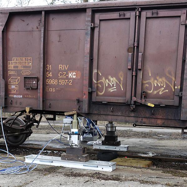 Serwis Pojazdów Kolejowych - podnośniki Lukas